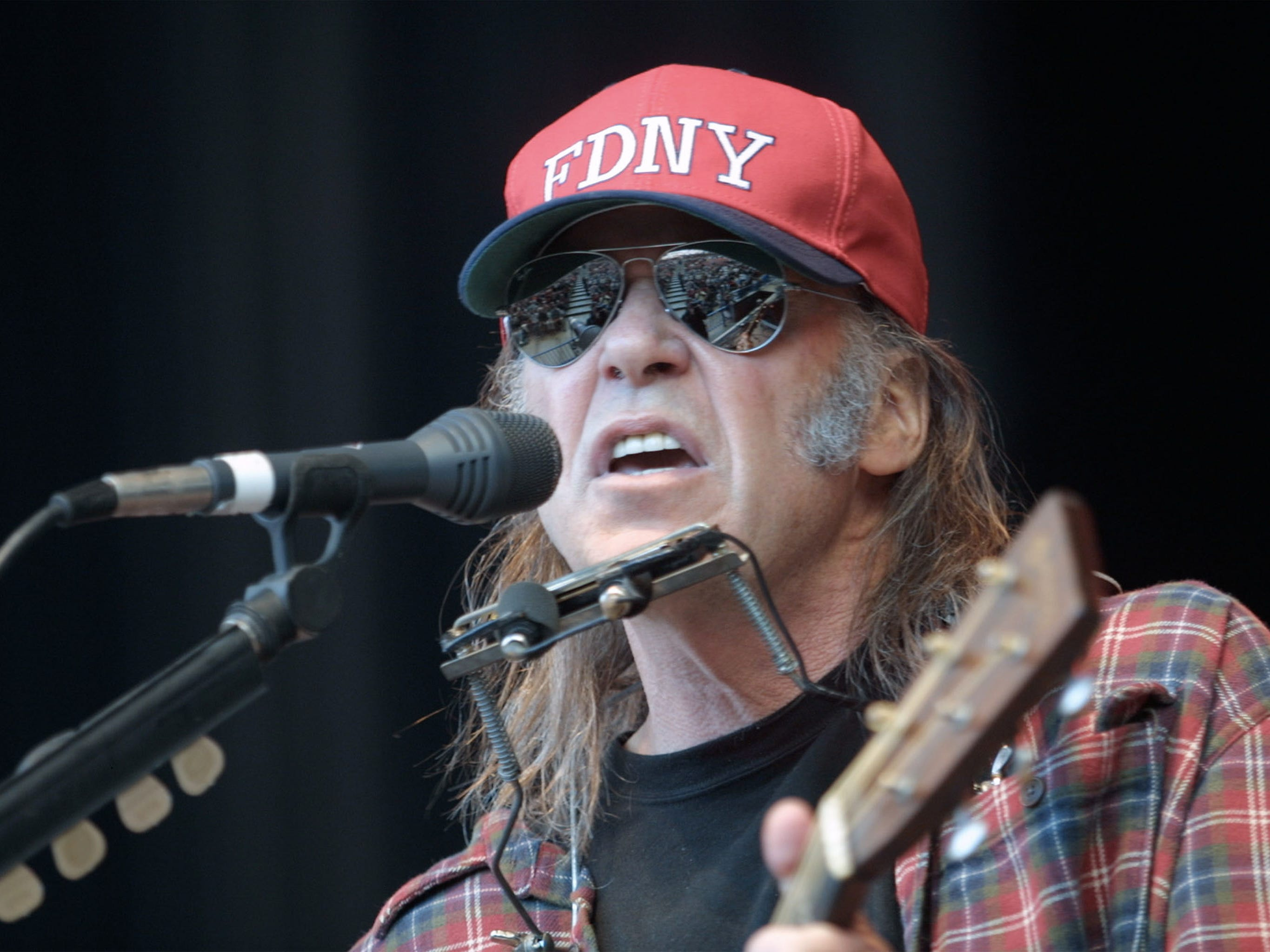 Neil Young sings during the 15th Annual Bridge School Benefit at the Shoreline Amphitheatre October 21, 2001 in Mountain View, California.