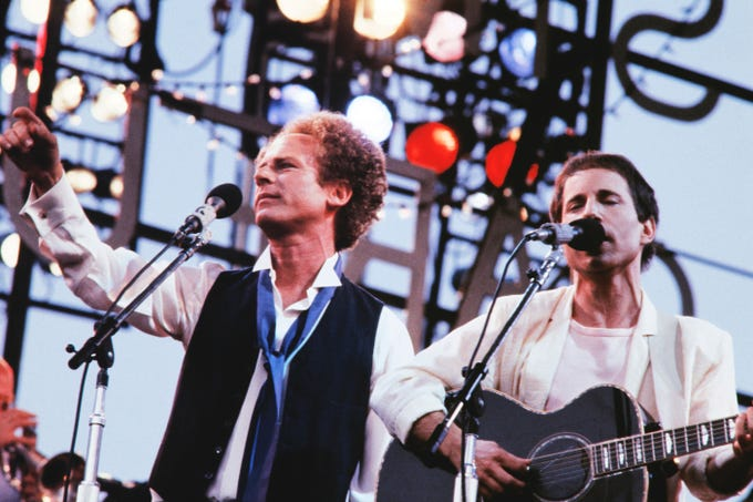 Paul Simon and Art Garfunkel perform on June 14, 1982 during the first part of a Rolling Stones concert at the Paris's Auteuil hippodrome.