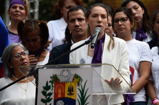 Fabiana Rosales, esposa de Juan Guaidó, ofrece un discurso en Venezuela.