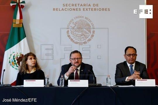 Los cónsules mexicanos en Estados Unidos, Remedios Gómez (i), en San Francisco; Mauricio Ibarra (c), en El Paso y Jorge Islas (d), en Nueva York,