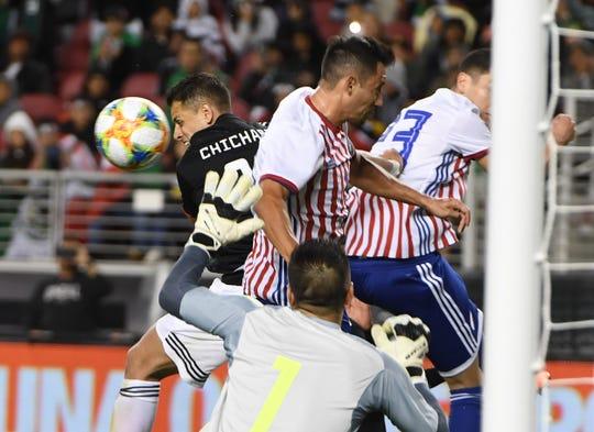 México estuvo siempre tocando la puerta del rival.