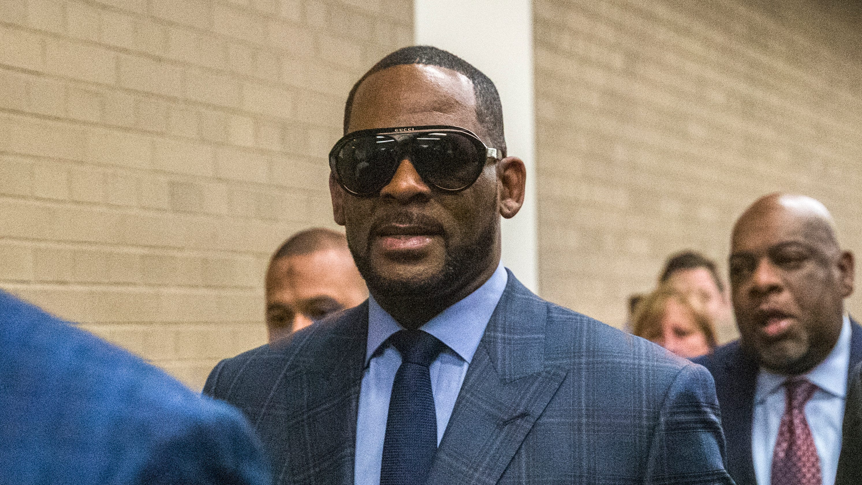 R  Kelly accuser Lanita Carter: He assaulted me, wrote a