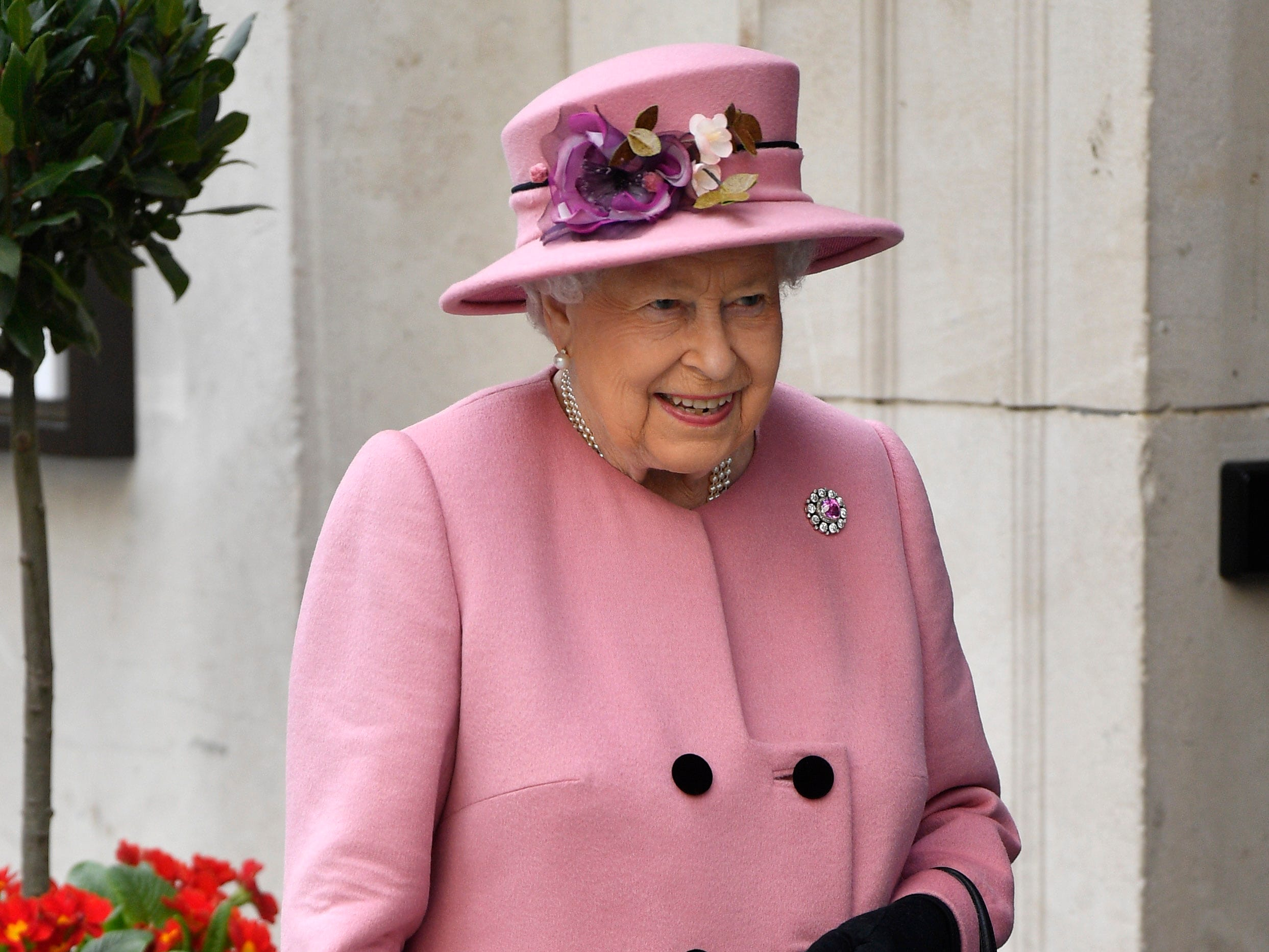 epa07448317 Britain's Queen Elizabeth leaves Kings College in London, Britain, 19 March 2019. They opened Bush House and new educational facility on the London universities Strand campus. Bush House is the new teaching-and-research centre spread out over five iconic buildings on the Strand campus in central London Bush House previously served as the headquarters of the BBC World Service.  EPA-EFE/NEIL HALL ORG XMIT: NGH08
