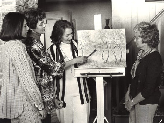 Artists Esme Glenn, second from left, gave a demonstration on painting styles at a January 1975 Los Aficionados meeting attended by, from left, Mrs. Jim Turkett, Mrs. H.E. Henricksen and Mrs. Meredith Jensen.