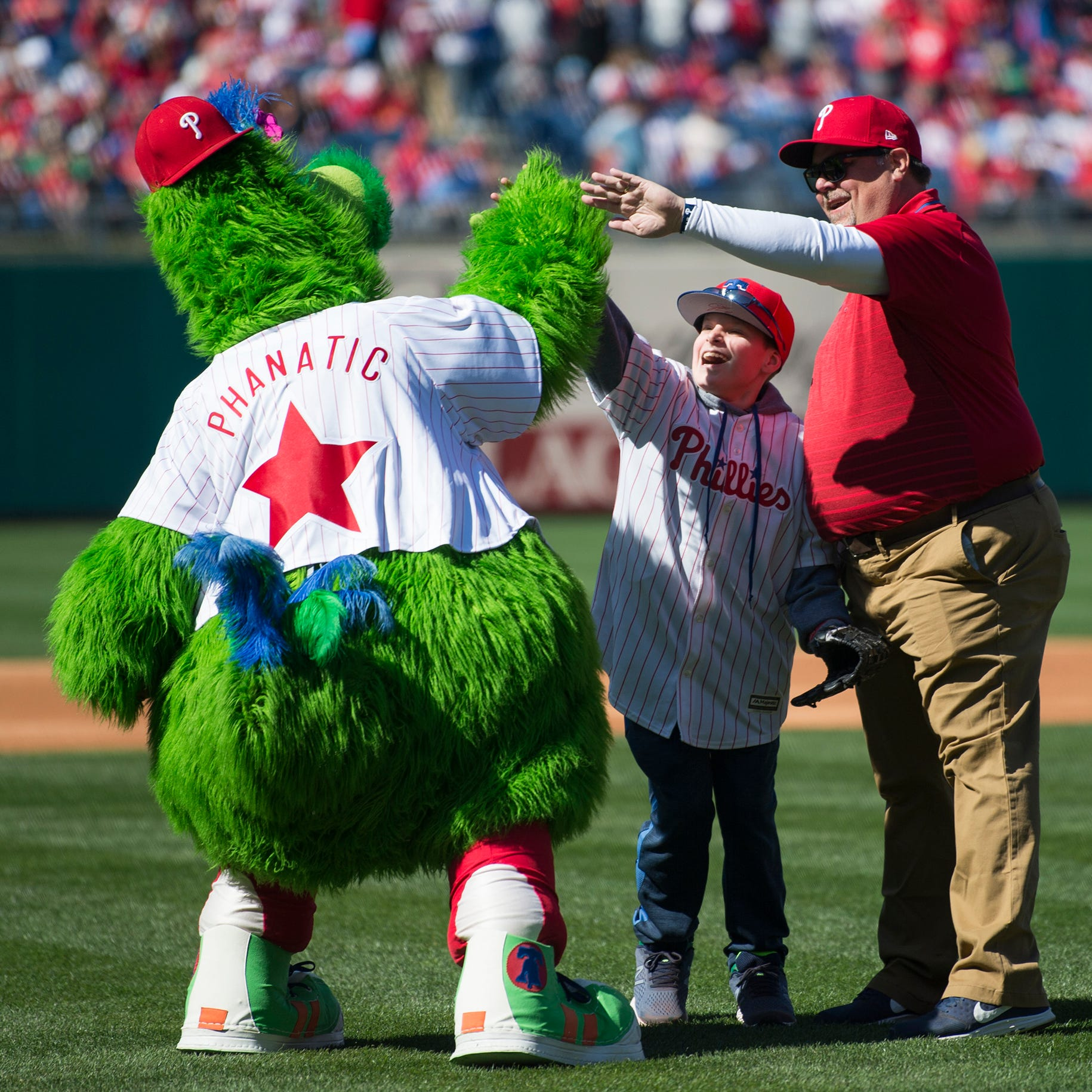 South Jersey fourth-grader tosses Opening Day first pitch at Phillies game