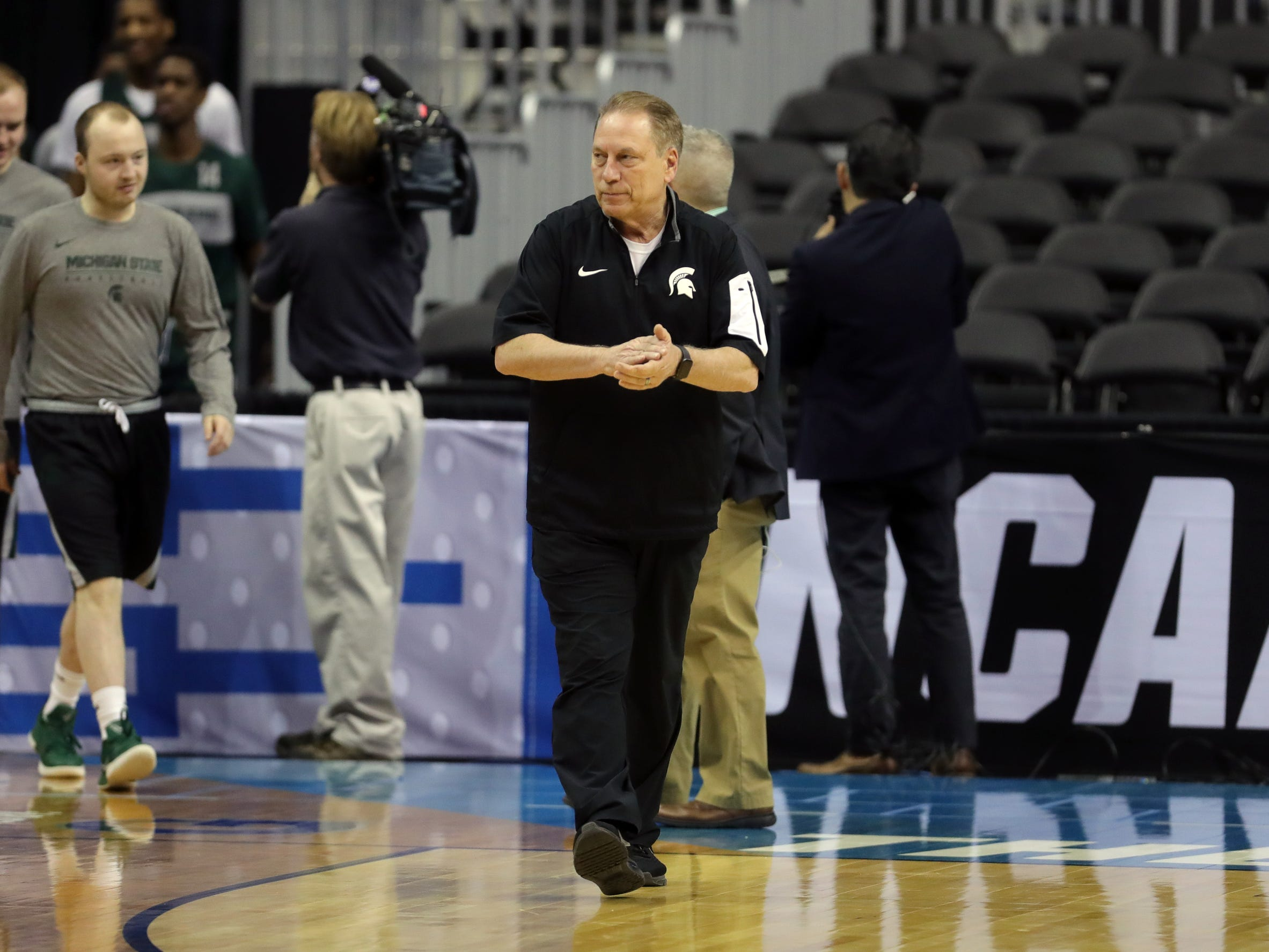 Michigan State head coach Tom Izzo watches his team practice before their Sweet 16 game against LSU, Thursday, March 28, 2019 at the Capital One Arena in Washington, D.C.