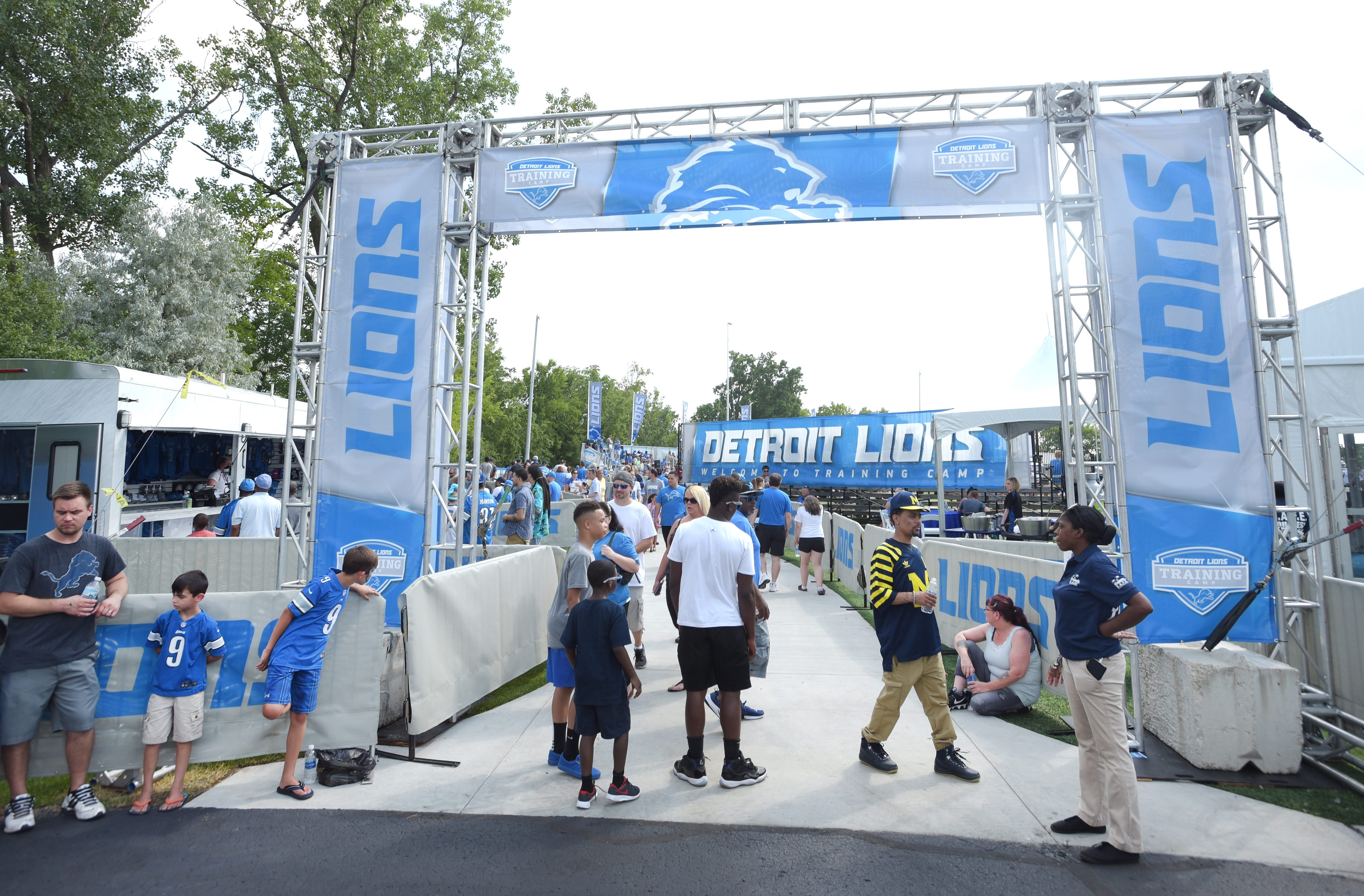 Detroit Lions not interested in taking training camp on the