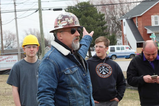 Rob Monak of Local 55 Ironworkers union talks to local students about the new Kroger being built on Cedar Street in Fremont.