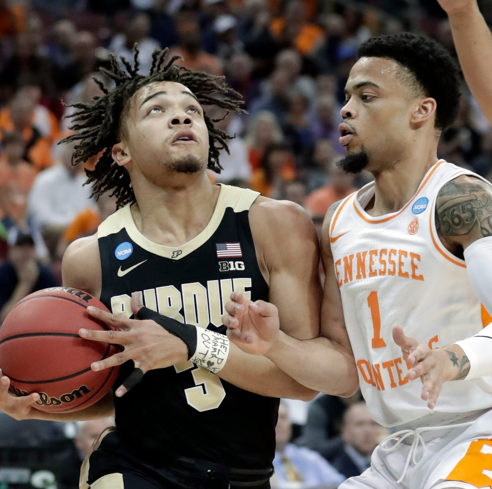 Twitter debates if Tennessee's Lamonte Turner fouled Purdue's Carsen Edwards