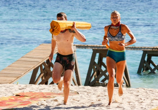 "Kelly Wentworth and Gavin Whitson compete on ""Survivor: Edge of Extinction."""