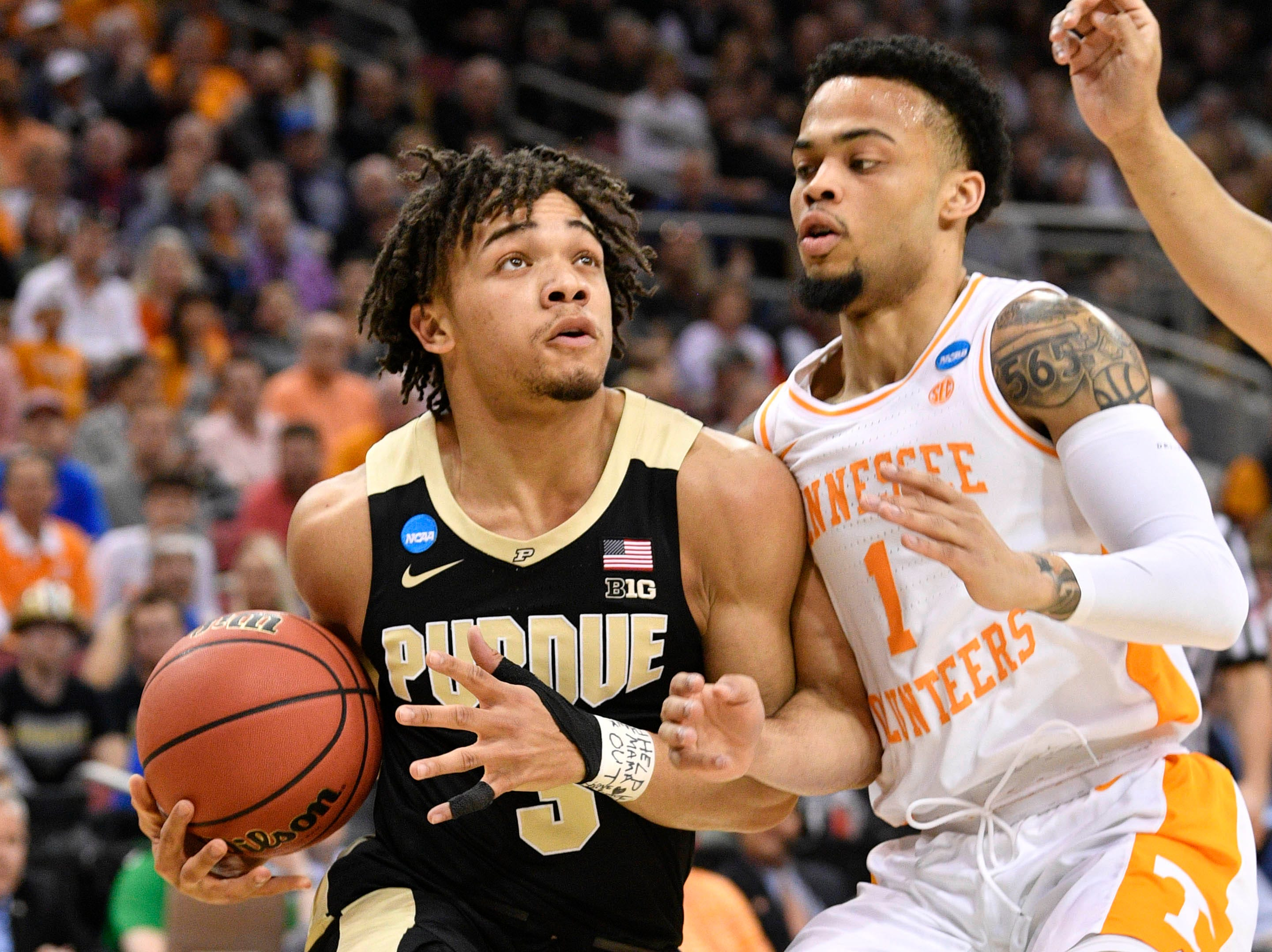Mar 28, 2019; Louisville, KY, United States; Purdue Boilermakers guard Carsen Edwards (3) drives to the basket as Tennessee Volunteers guard Lamonte Turner (1) defends during the first half in the semifinals of the south regional of the 2019 NCAA Tournament at KFC Yum Center. Mandatory Credit: Jamie Rhodes-USA TODAY Sports