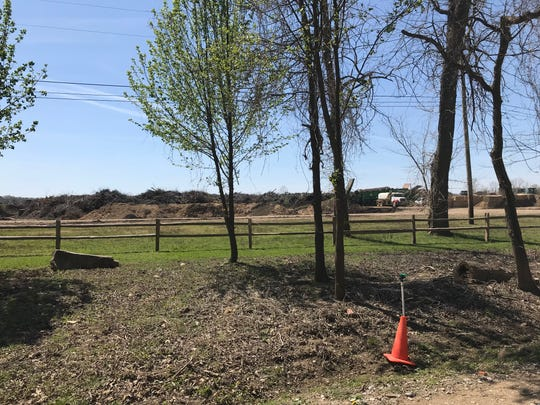 "Collierville residents who live near the E-plex landfill have complained to the town, saying decomposing construction materials sometimes create a ""rotten egg"" smell in the area."