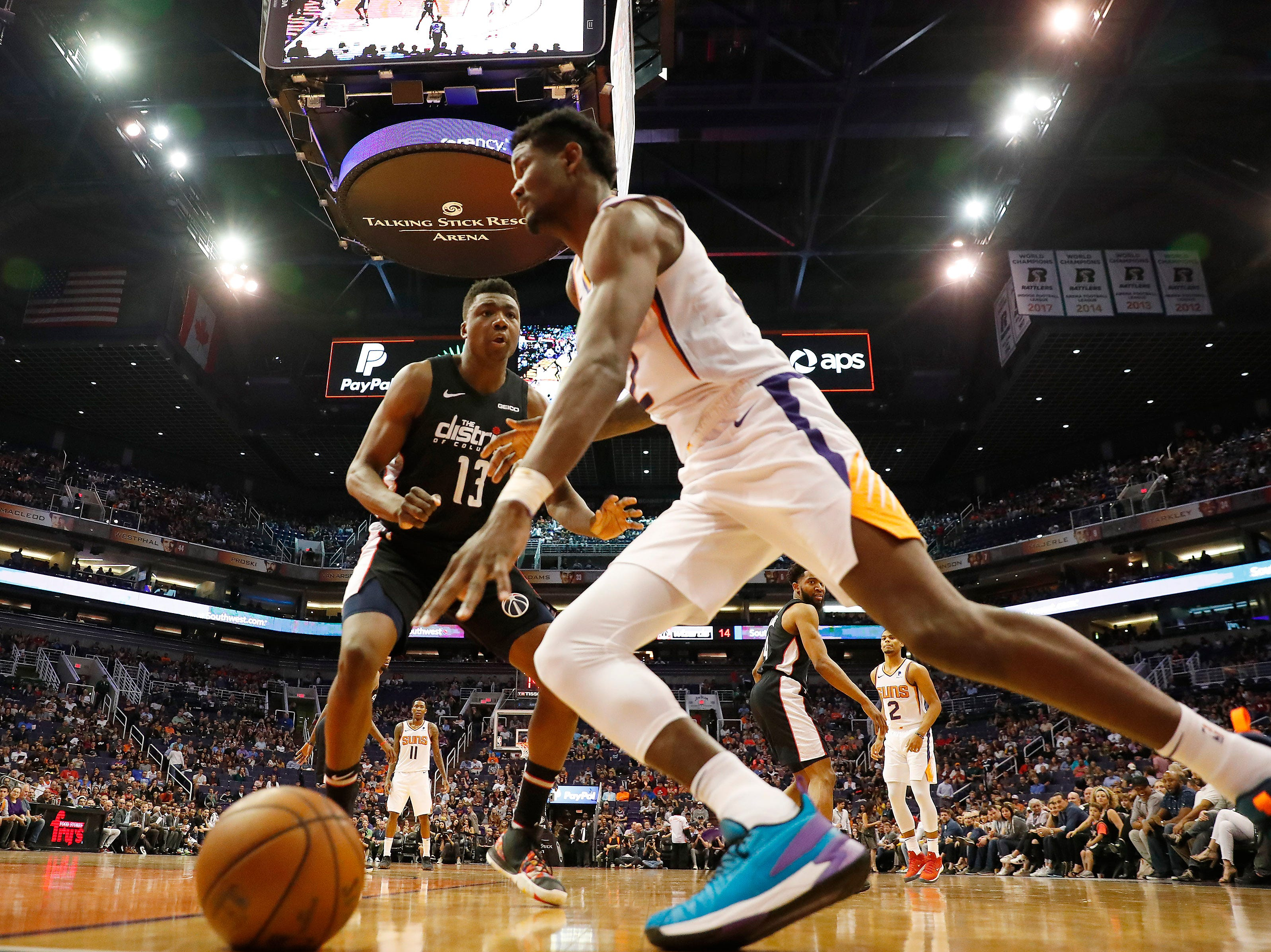Phoenix Suns center Deandre Ayton (22) drives towards the basket against Washington Wizards center Thomas Bryant (13) during the second quarter in Phoenix March 27, 2019.