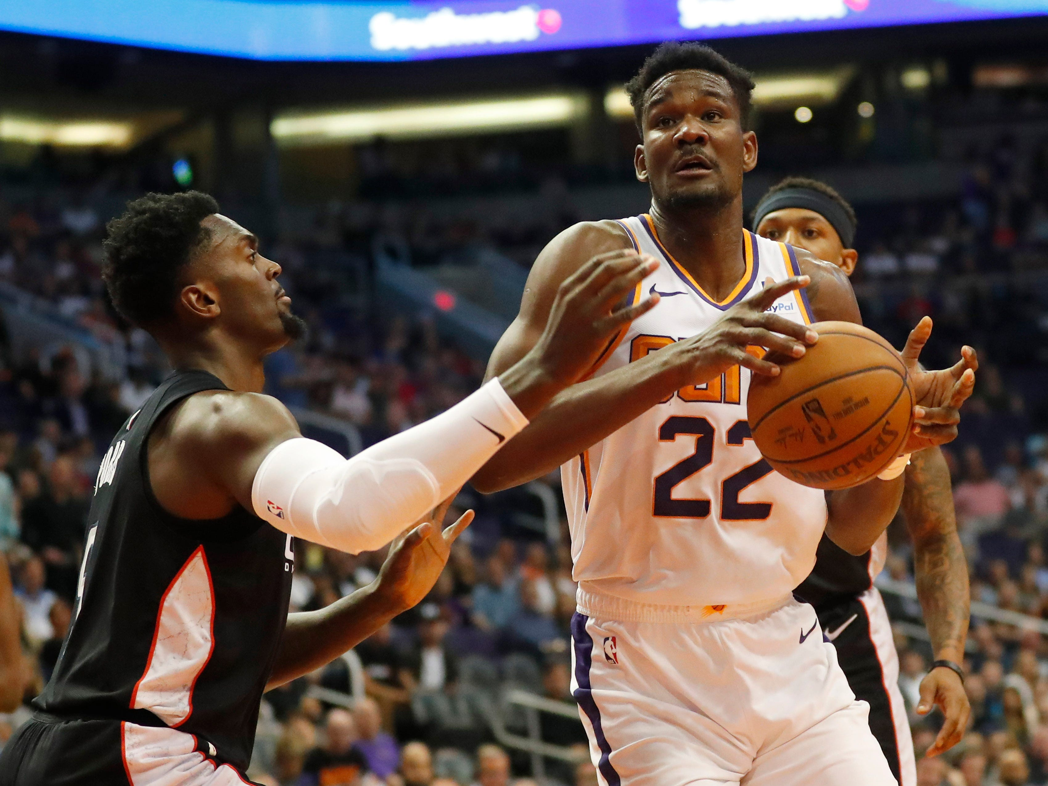 Phoenix Suns center Deandre Ayton (22) drives towards the basket while defended by Washington Wizards forward Bobby Portis (5) during the first quarter in Phoenix March 27, 2019.