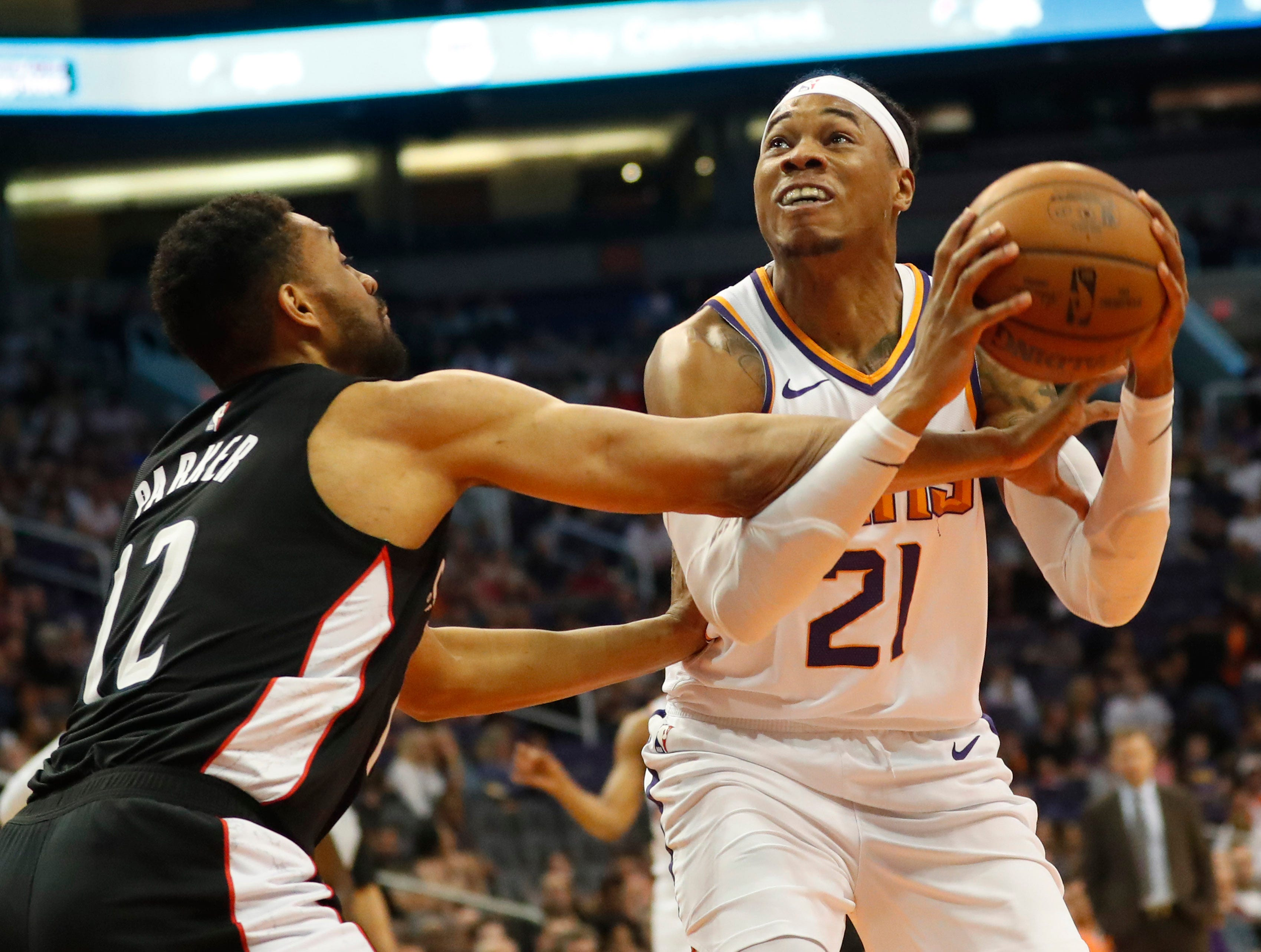 Phoenix Suns forward Richaun Holmes (21) is fouled by Washington Wizards forward Jabari Parker (12) during the first quarter in Phoenix March 27, 2019.