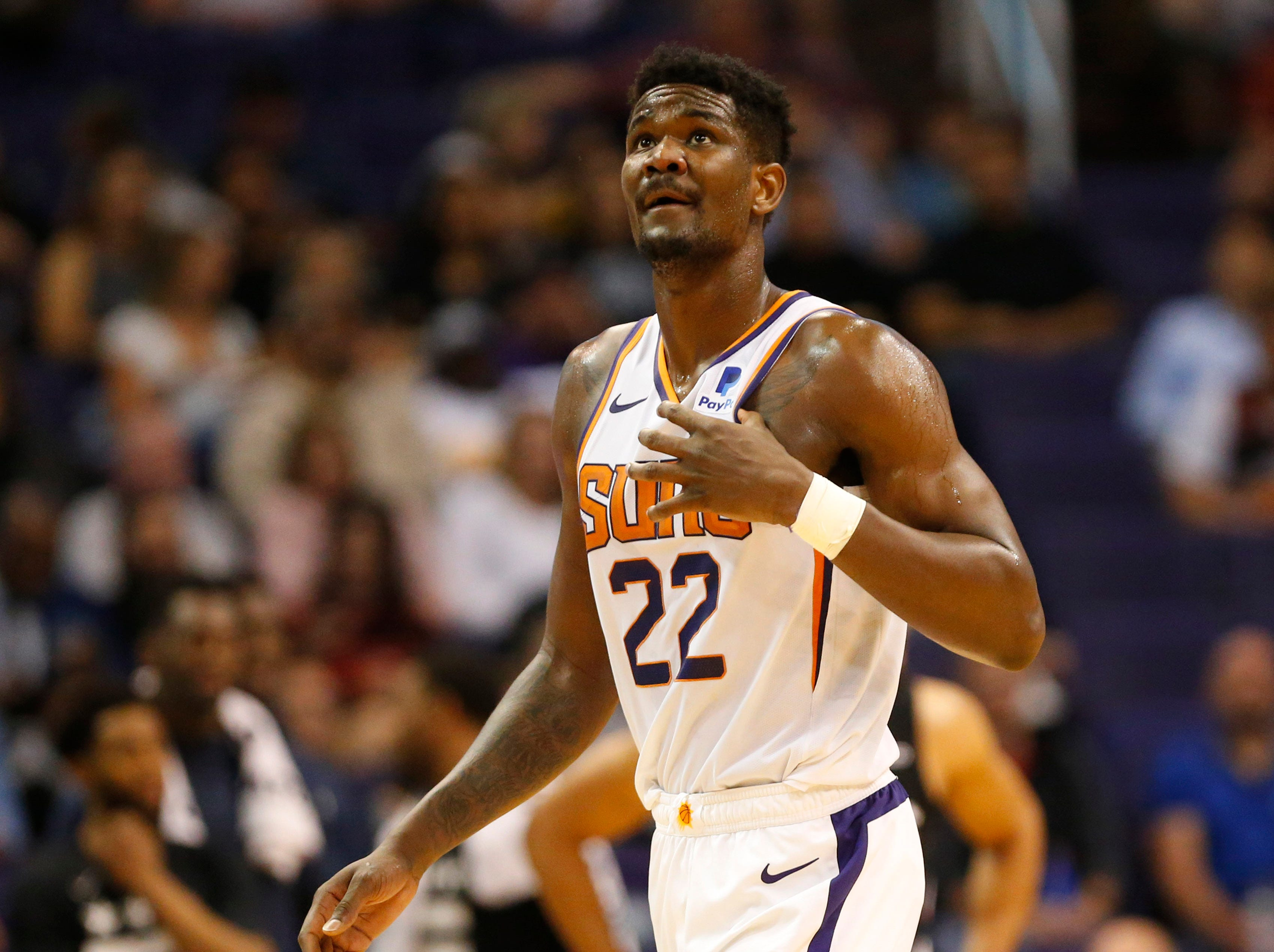 Phoenix Suns center Deandre Ayton (22) looks towards the scoreboard during the second quarter against the Washington Wizards in Phoenix March 27, 2019.