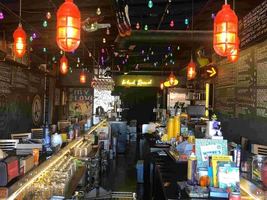 ¿Cansado de los mismos viejos discos y inmersiones? Pruebe algo nuevo con uno de estos 5 restaurantes imaginativos en el área de Phoenix.