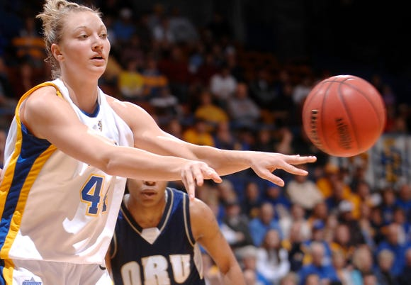 Jennifer Warkenthien was a senior standout for the 2008-09 Jackrabbits, who reached the second round of the NCAA tournament.