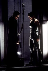(l-r) Keanu Reeves and Carrie-Anne Moss in The Matrix.