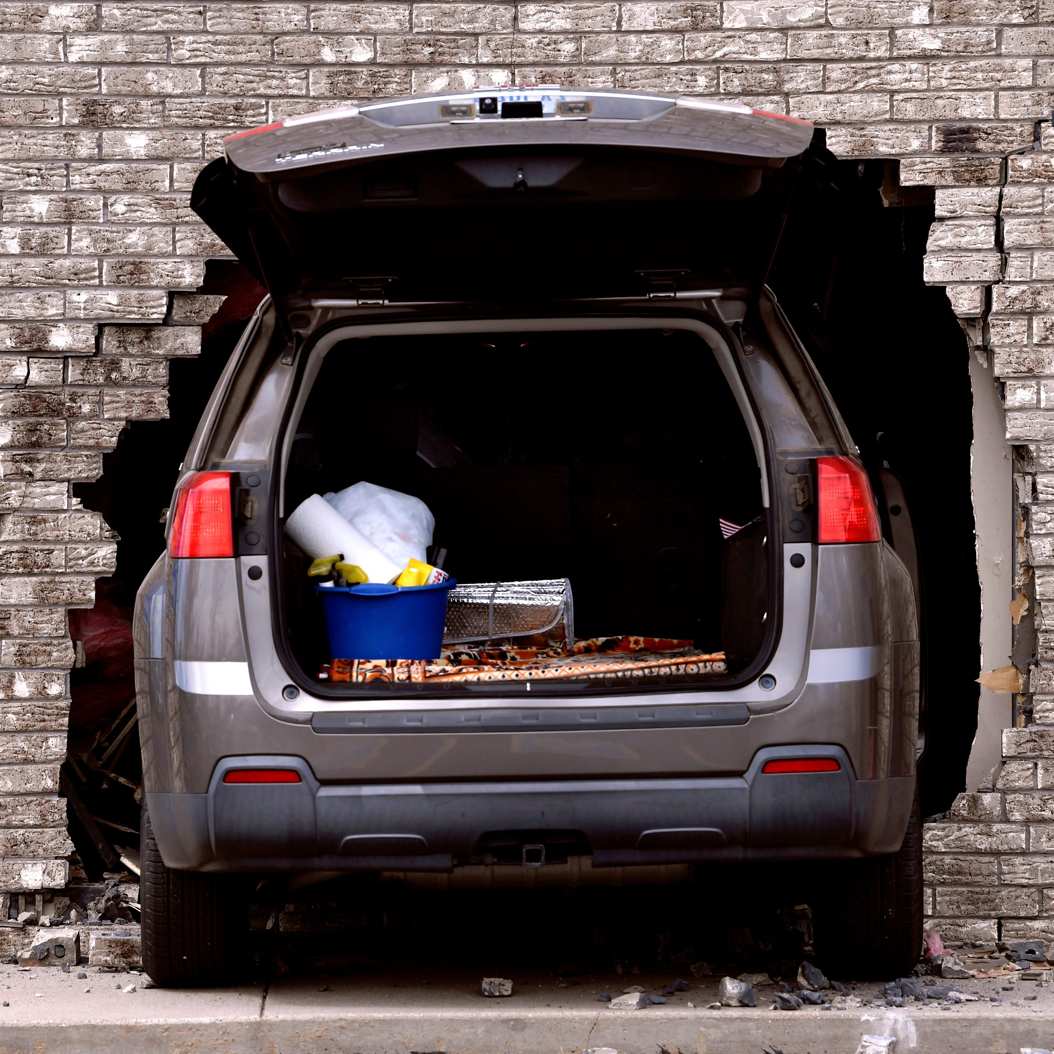 Car strikes VFW building in Abilene