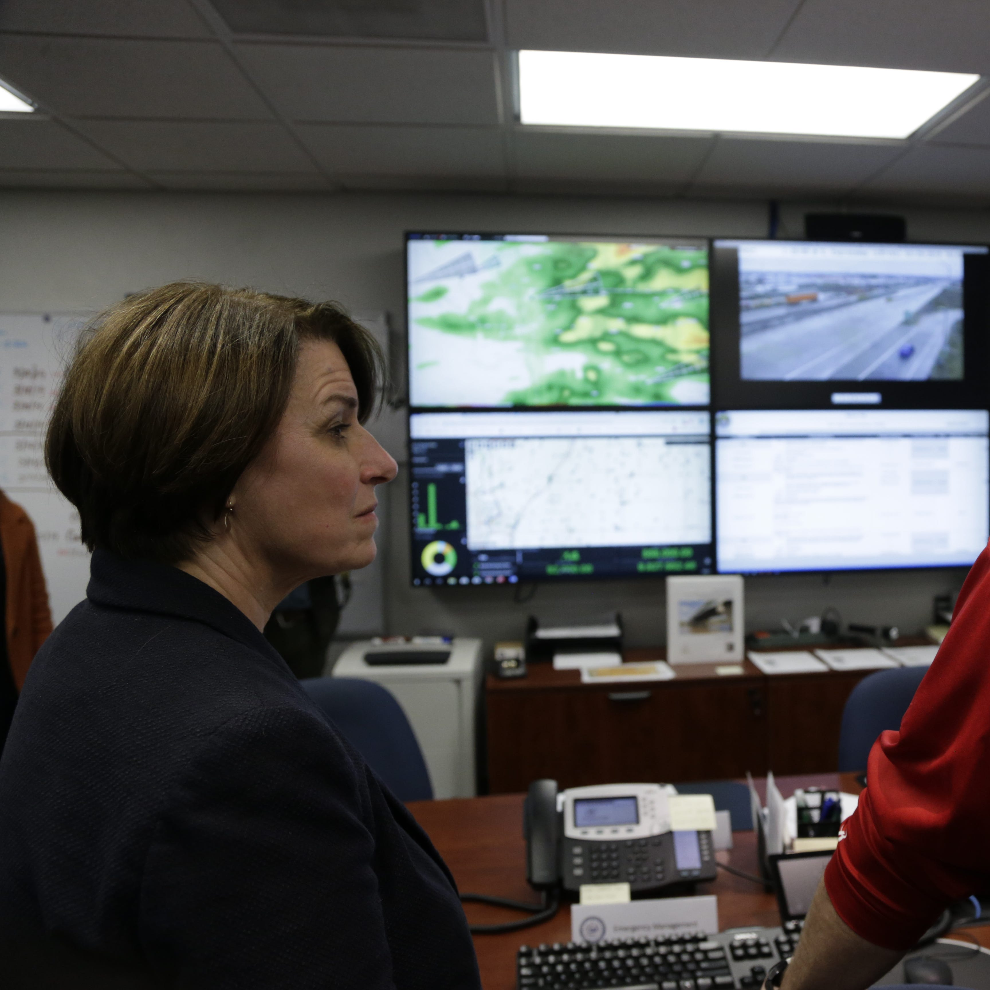 Committing to spend $1 trillion on infrastructure, Amy Klobuchar flaunts tech expertise in Iowa rural broadband talks