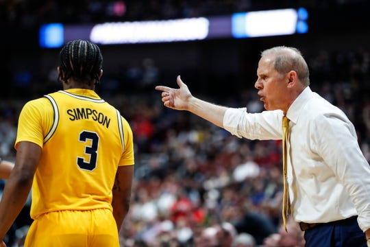 Michigan coach John Beilein talks to guard Zavier Simpson (3) during the second half of the 63-44 loss in the Sweet 16 against Texas Tech in Anaheim, Calif., Thursday, March 28, 2019.