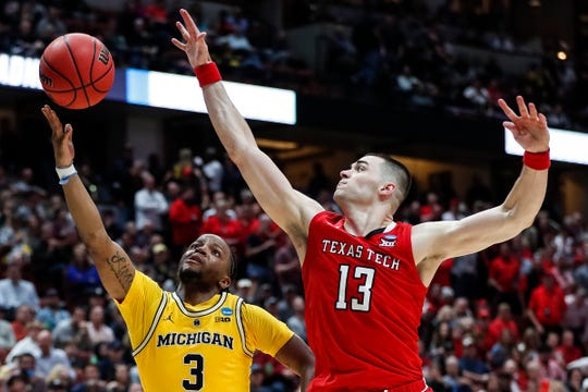 Texas Tech's Matt Mooney defends Michigan's Zavier Simpson in Anaheim, Calif. on Thursday. The Red Raiders have the nation's top defense.