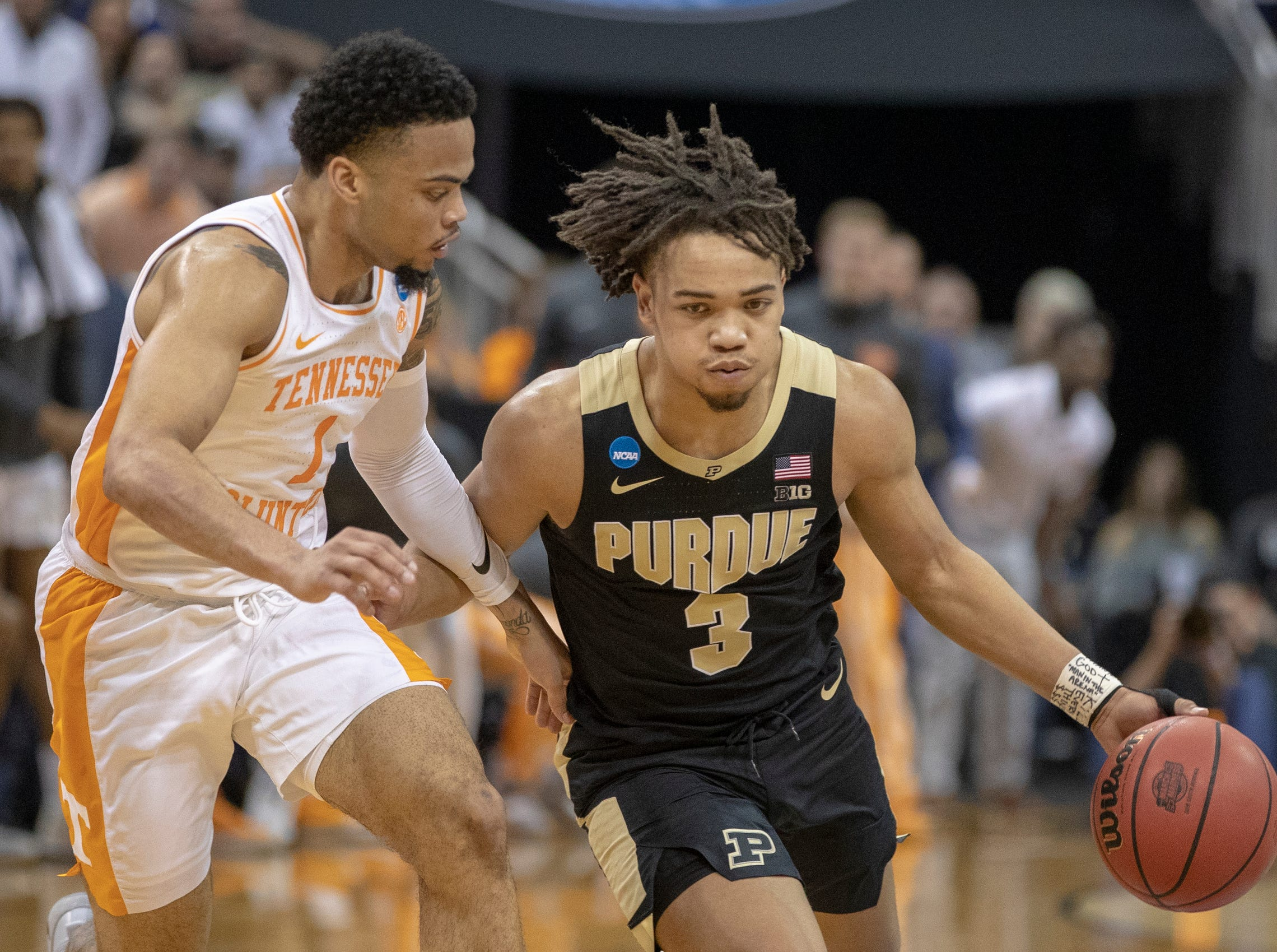 Lamonte Turner of the Tennessee Volunteers defends Carsen Edwards of the Purdue Boilermakers, NCAA Division 1 Men's Basketball 'Sweet Sixteen' game, KFC Yum Center, Louisville, Thursday, March 28, 2019. Purdue beat Tennessee 99-94.