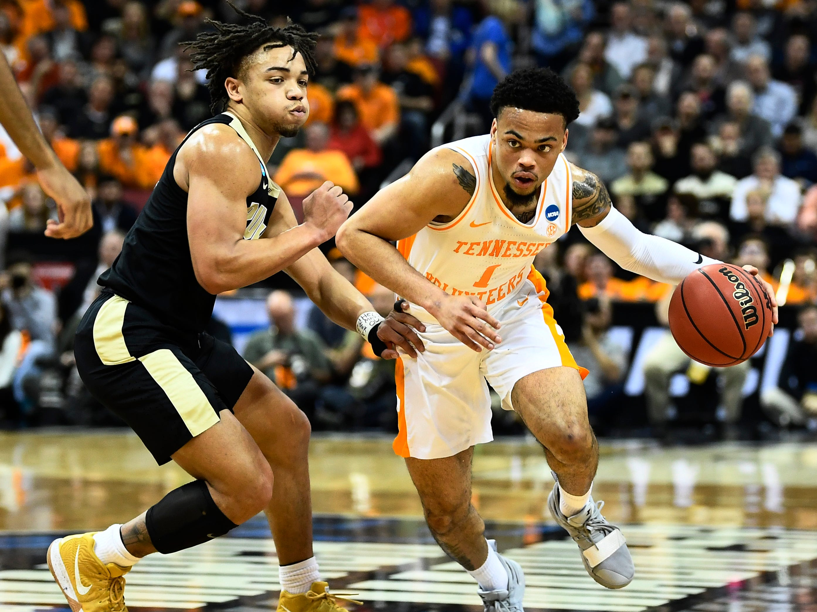Tennessee guard Lamonte Turner (1) drives past Purdue guard Carsen Edwards (3) during the Sweet 16 game in the NCAA Tournament Thursday, March 28, 2019, at the KFC Yum! Center in Louisville, Ky.