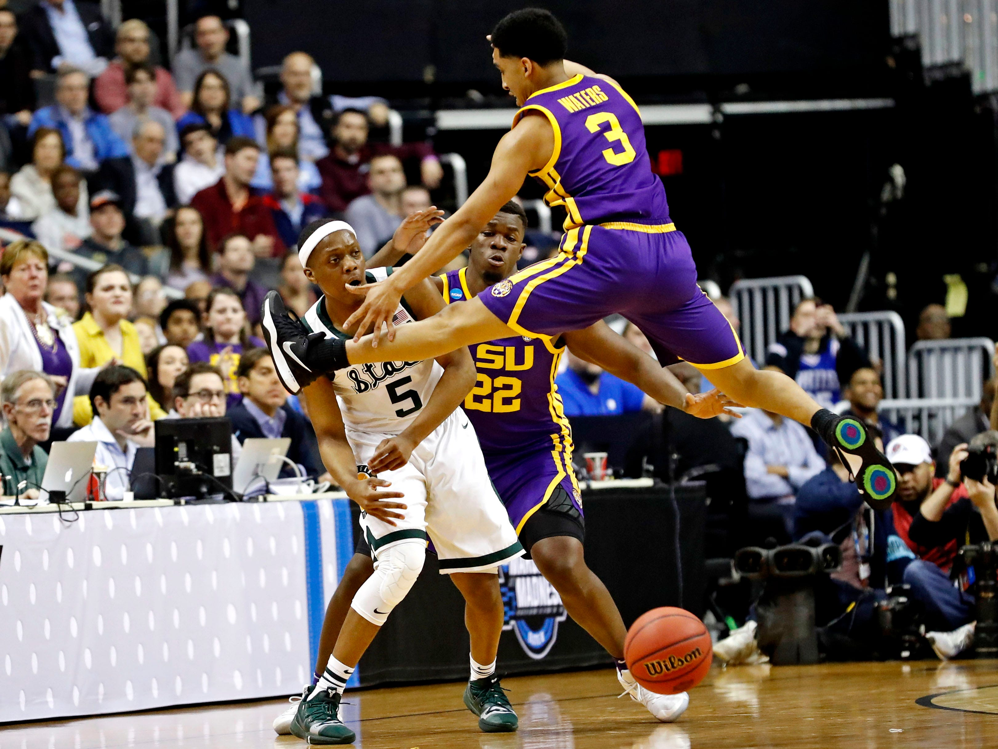 Mar 29, 2019; Washington, DC, USA; Michigan State Spartans guard Cassius Winston (5) passes the ball against LSU Tigers guard Tremont Waters (3) during the first half in the semifinals of the east regional of the 2019 NCAA Tournament at Capital One Arena. Mandatory Credit: Geoff Burke-USA TODAY Sports