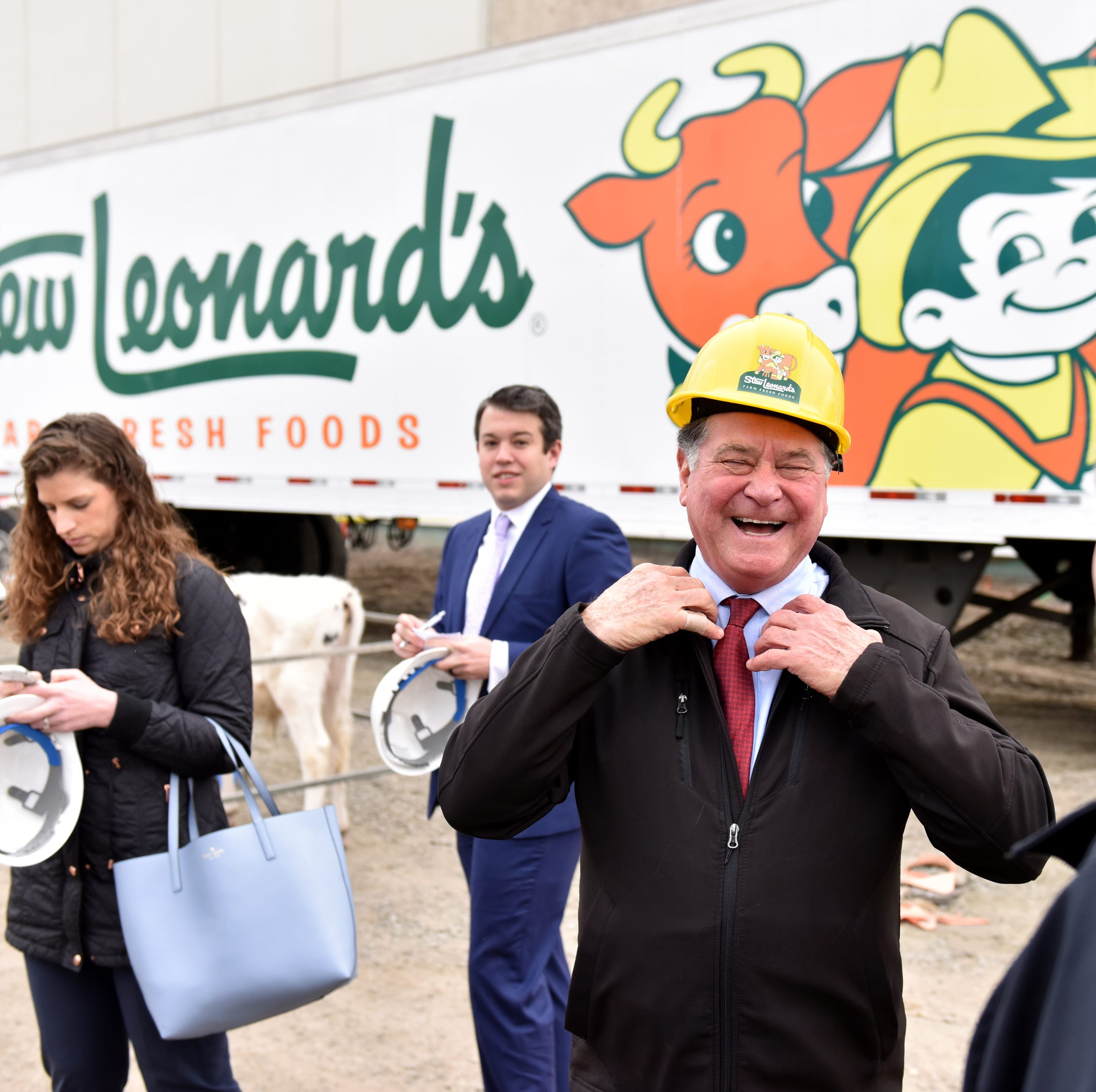 Stew Leonard's, complete with cow-costumed staff, will be jolt for Paramus Park mall