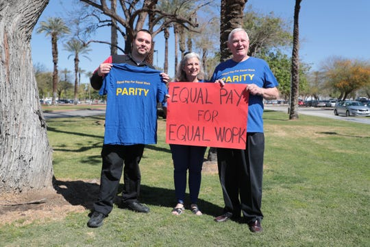 Adjunct faculty members at College of the Desert protest unequal pay between full-time and adjunct instructors.