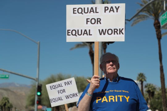 Bob Holmes, a business adjunct instructor at College of the Desert protests unequal pay between full-time and adjunct instructors on Friday, March 29, 2019.