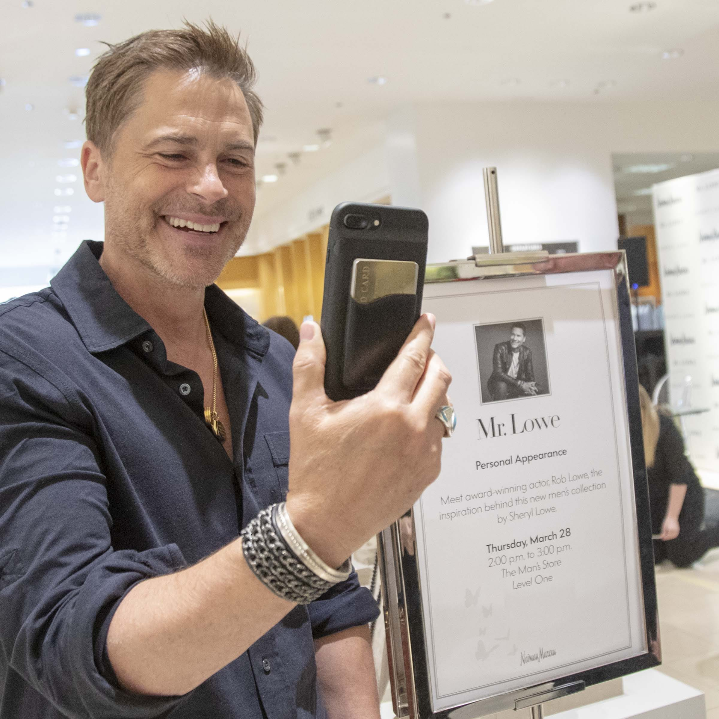 What was Rob Lowe doing with his wife at a Scottsdale mall? Hint: Jewelry is involved