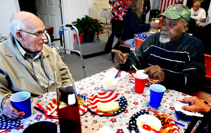 PHOTOS: Vets meet for lunch at Mr. Sandy's