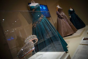 Costume designers from Season 1 and 2 of Emmy award-winning Netflix series The Crown had a chance to reunite with their work at Winterthurs new exhibit displaying the costumes from the show that dramatized the history of the reign of Queen Elizabeth II.