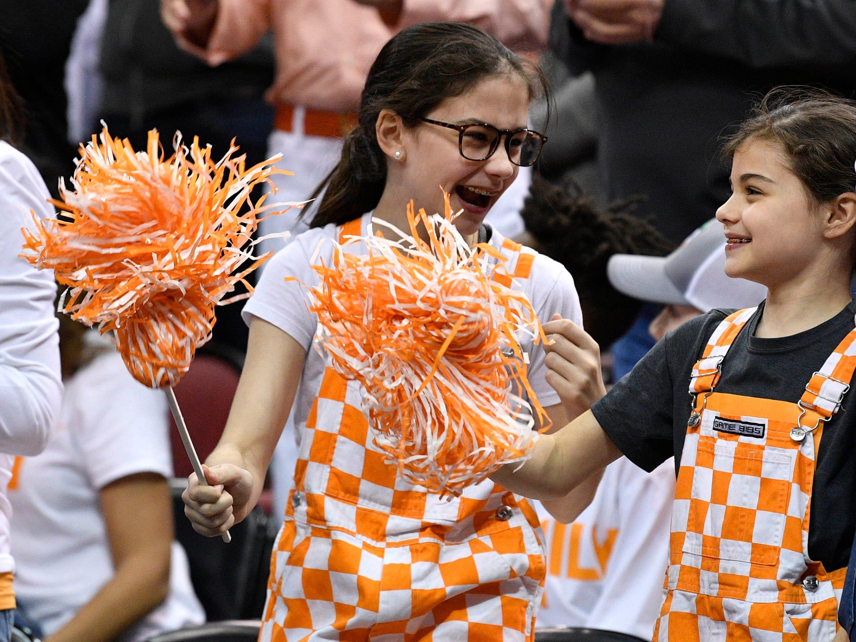 Sweet 16: Tennessee Volunteers fans cheer before the game against the Purdue Boilermakers.
