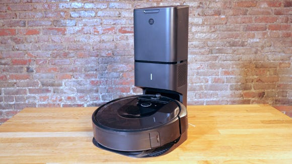 This machine is similar to the king of robot vacuums.