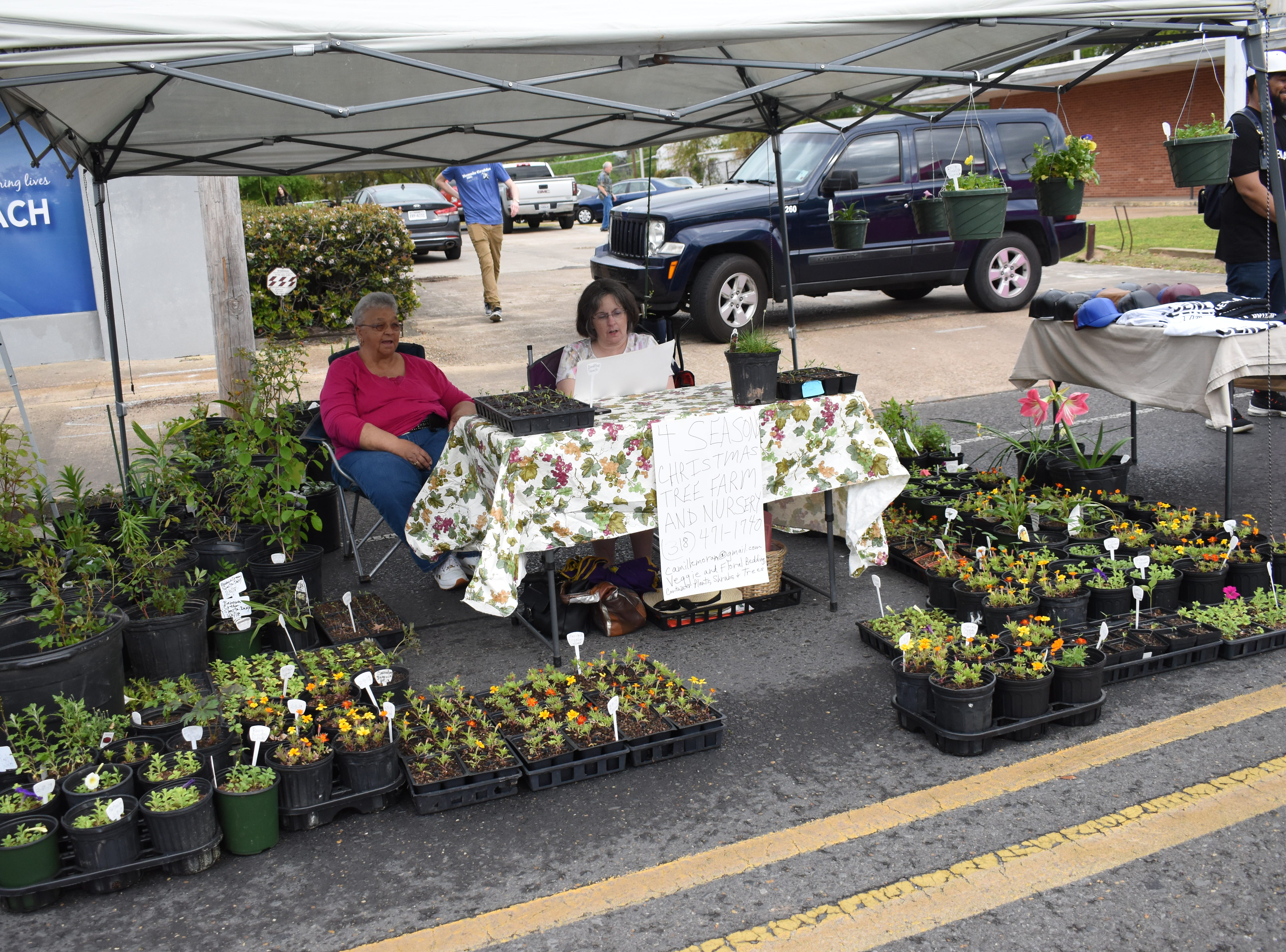 The first 5th Saturday on On Main was held Saturday, March 30, 2019 on Main Street in downtown Pineville. The area for the new market extends from Shamrock Street to past the Main Street Community Center. The market will take place from 9 a.m. to 2 p.m. during months with a 5th Saturday. The upcoming markets will be in June, August and November. The new event features live music, food and vendors selling various products and crafts. 5th Saturday on Main is sponsored by the City of Pineville and the Pineville Downtown Development District.