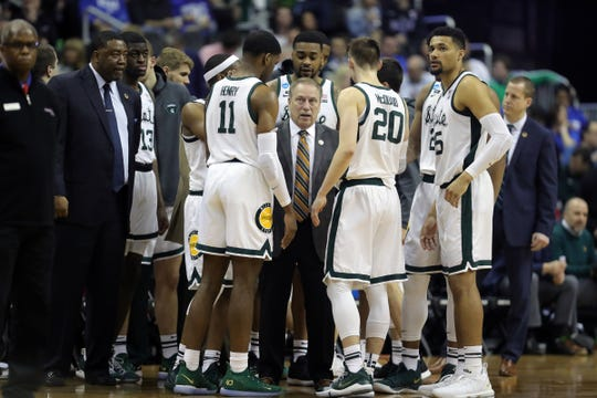 Michigan State coach Tom Izzo talks to his players during a time out in MSU's 80-63 win over LSU in the NCAA tournament on Friday, March 29, 2019, in Washington.