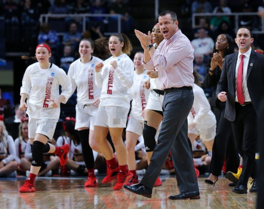 Jeff Walz and Louisville women's basketball could bring in a transfer this offseason.