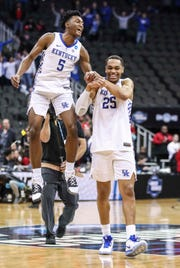 Immanuel QUickley congratulates PJ Washington (25) after UK's win over Houston.