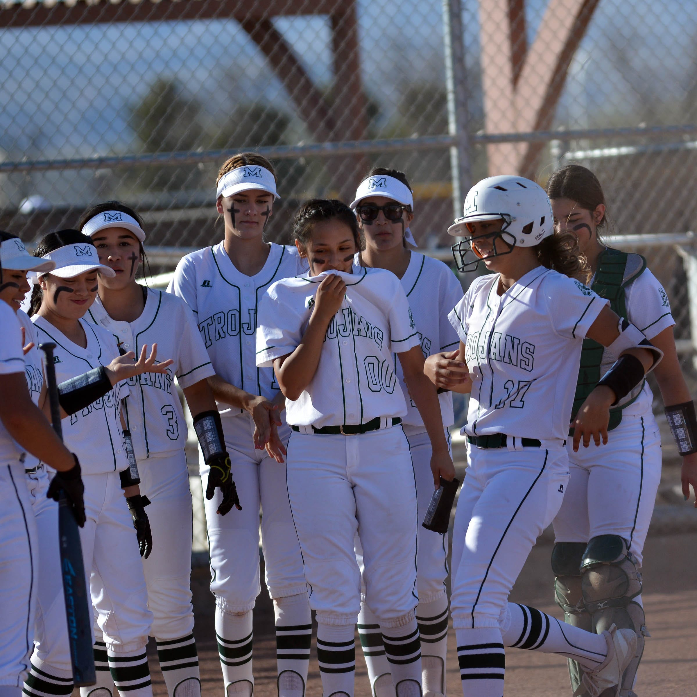 Mayfield, Oñate split softball doubleheader