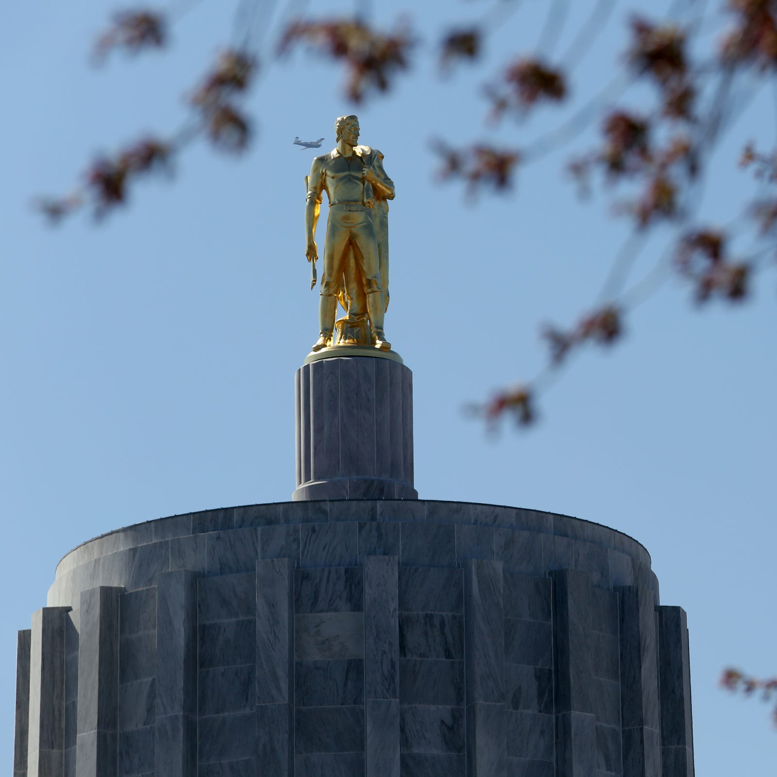 Oregon Senate Democrats vote to cut 'kicker' tax rebate by $108 million