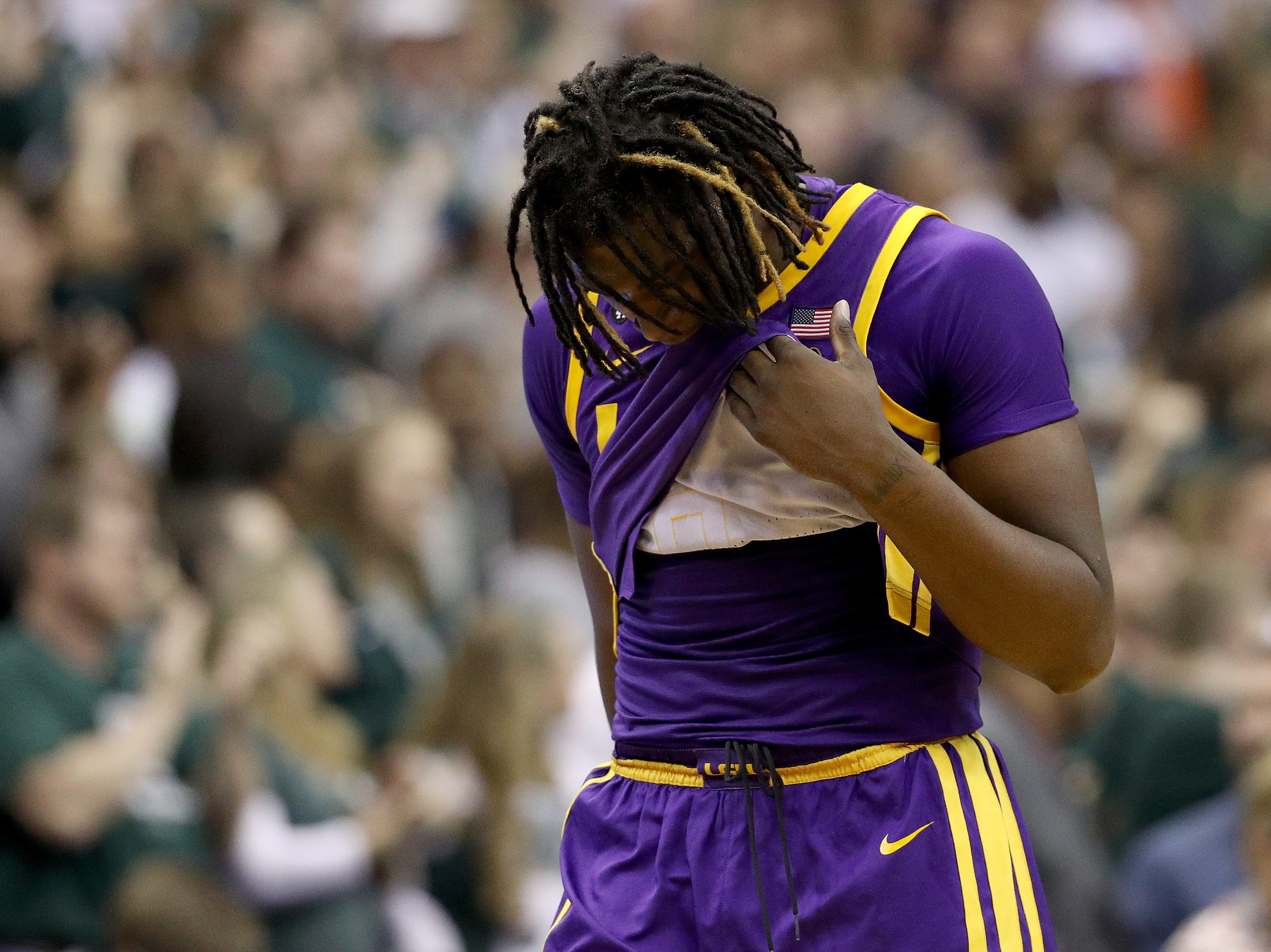 Sweet 16: No. 3 LSU loses to No. 2 Michigan State, 80-63.