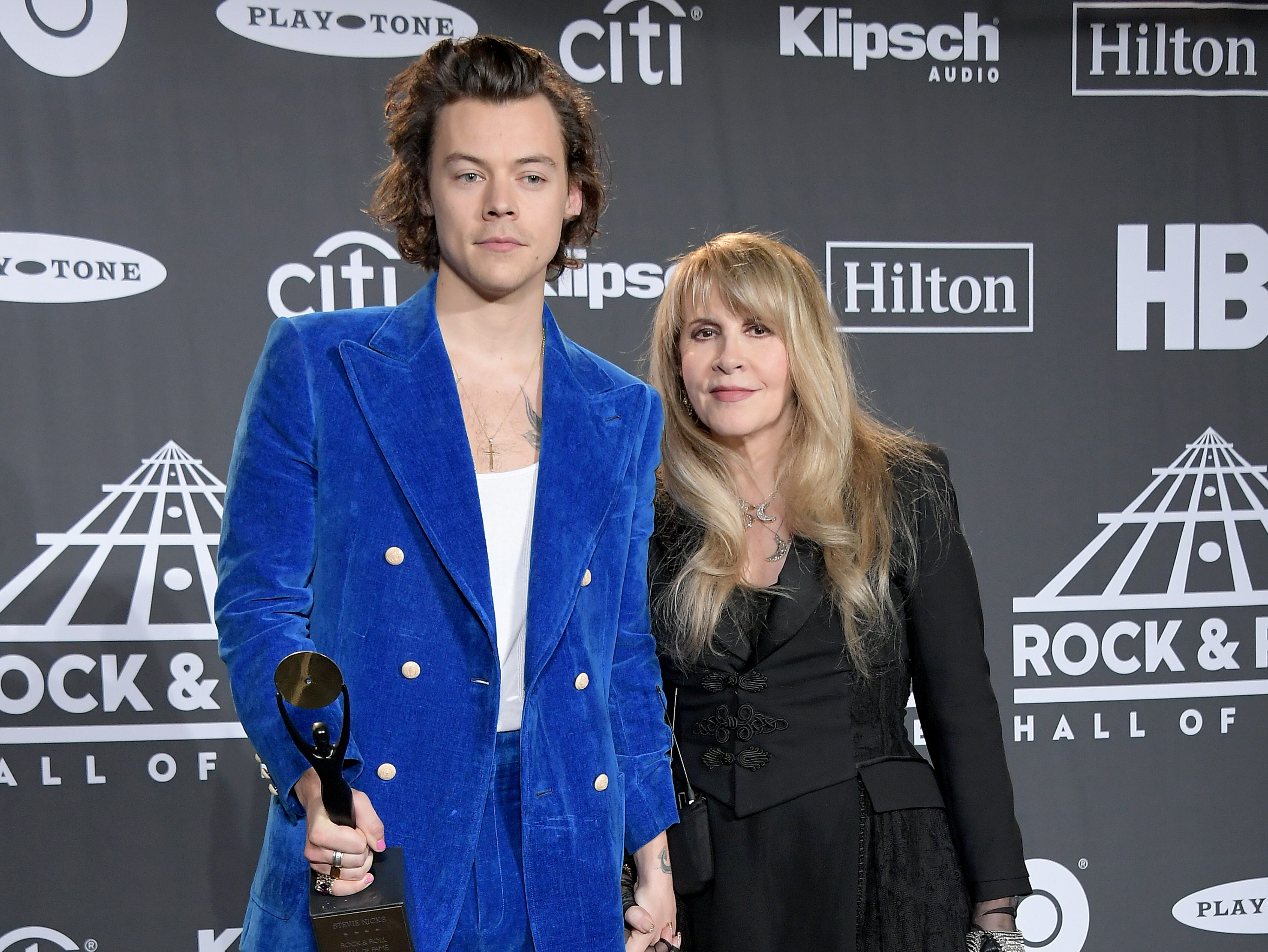 NEW YORK, NEW YORK - MARCH 29: Harry Styles and inductee Stevie Nicks pose in the press room during the 2019 Rock & Roll Hall Of Fame Induction Ceremony - Press Room at Barclays Center on March 29, 2019 in New York City. (Photo by Michael Loccisano/Getty Images For The Rock and Roll Hall of Fame) ORG XMIT: 775320669 ORIG FILE ID: 1139177972
