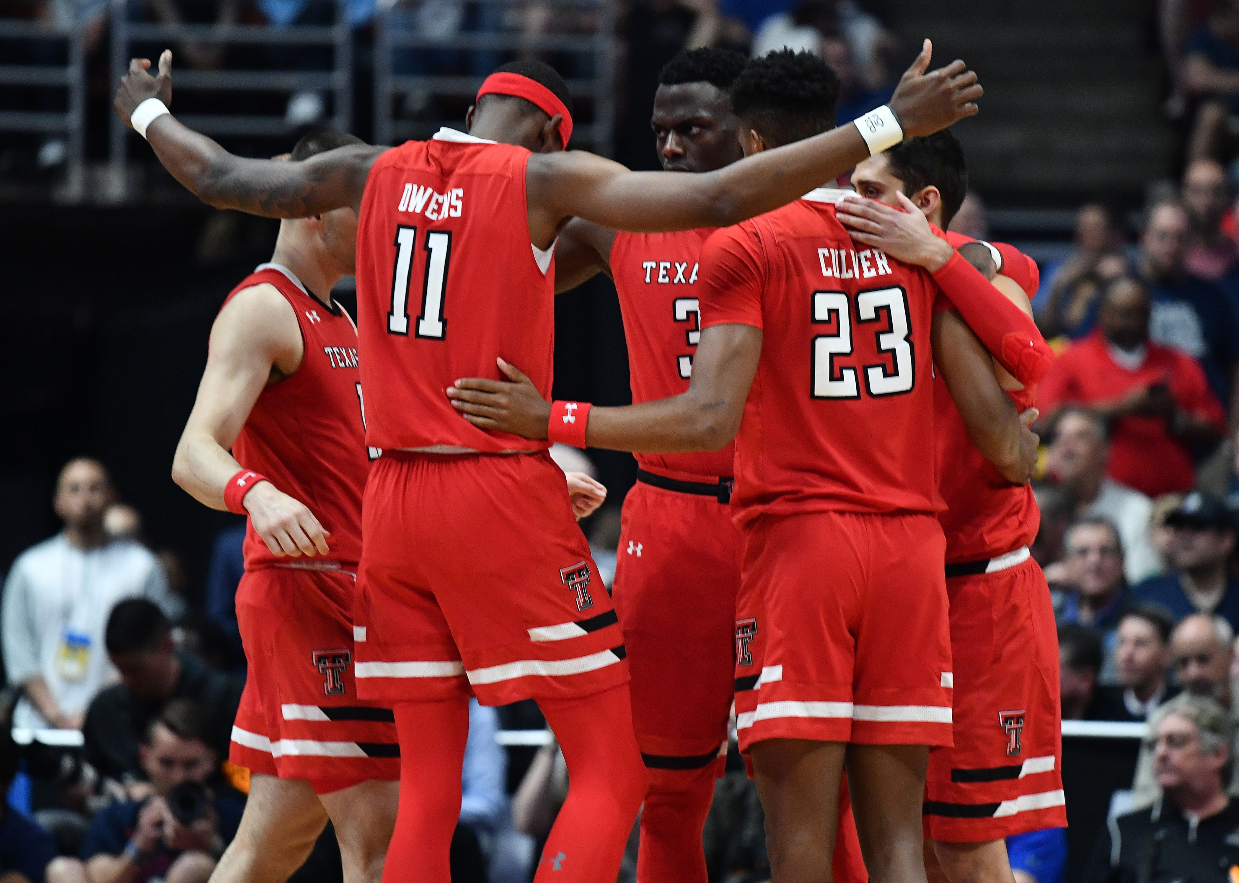 Texas Tech players huddle against Gonzaga during Elite Eight of the 2019 NCAA tournament.