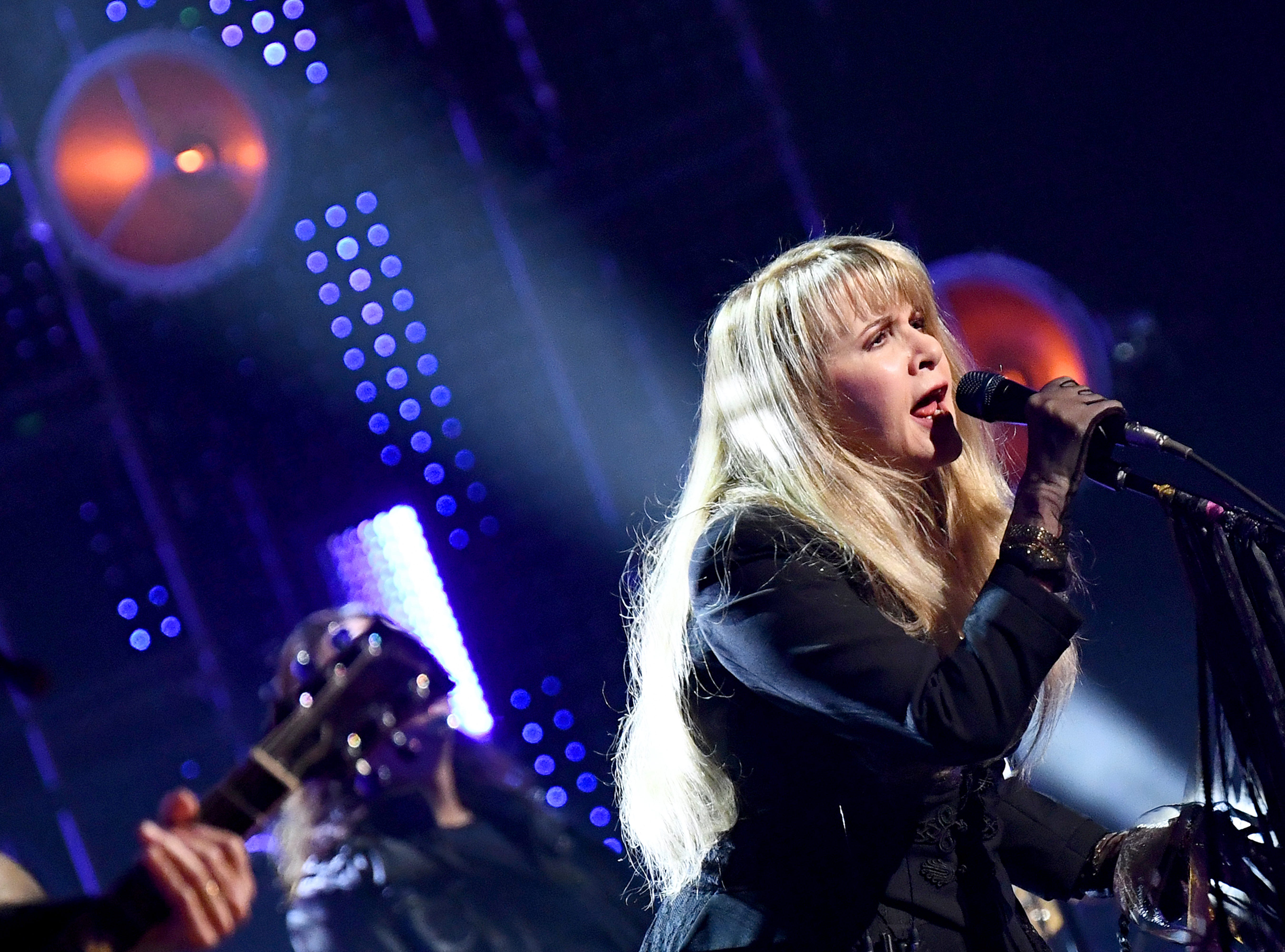 NEW YORK, NEW YORK - MARCH 29: Inductee Stevie Nicks performs at the  2019 Rock & Roll Hall Of Fame Induction Ceremony - Show at Barclays Center on March 29, 2019 in New York City. (Photo by Dimitrios Kambouris/Getty Images For The Rock and Roll Hall of Fame) ORG XMIT: 775320663 ORIG FILE ID: 1139174319