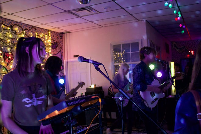 """Flipturn performed at The Bark with Dorms as a part of their """"OH, TO BE YOUNG"""" tour."""