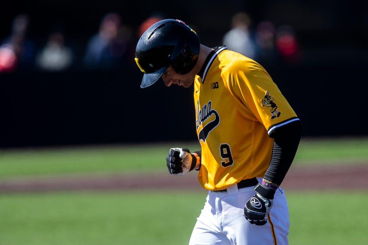 hot sale online 0c048 3d604 Iowa baseball: Big eighth lifts Hawkeyes to doubleheader ...